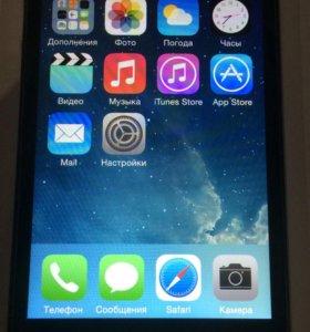 iPhone 4 32 Гб + 3 новых чехла