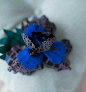 Цветок брошь из натуральной замши