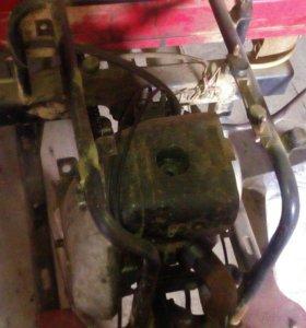 Двигатель от мотороллера с прицепом.