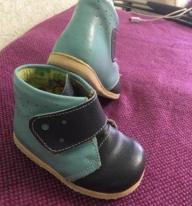 Ботинки на малыша