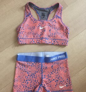 Спортивный костюм  Nike ( для фитнеса )