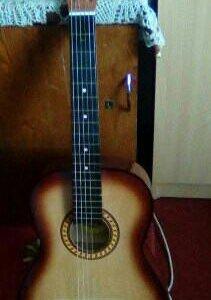 Продам совершенно новую гитару