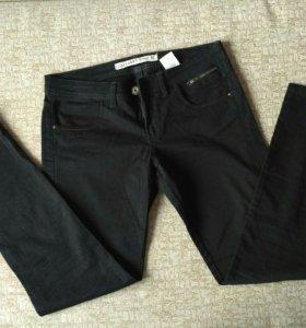 Черные джинсы М