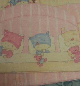 Бортики и  постельное бельё в кроватку.