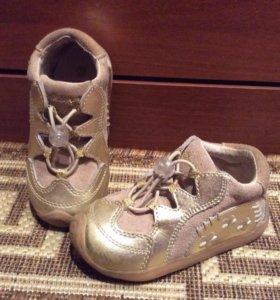 Кожаные кроссовки 22 р-р
