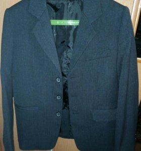 Пиджак на мальчика цвет темно- серый
