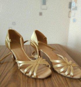 Продаю бальные туфли