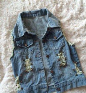 Продам 2 джинсовые жилетки