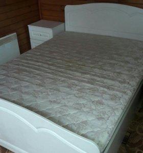 Белый спальный гарнитур.