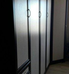Подъемная кровать с угловым и бельевым шкафами