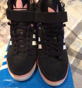 Кроссовки Adidas на танкетке