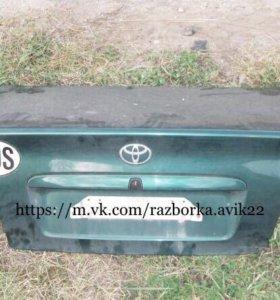 Крышка багажника на тойота авенсис т22