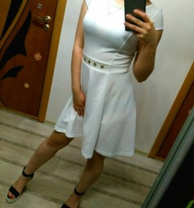 Элегантное белое платье
