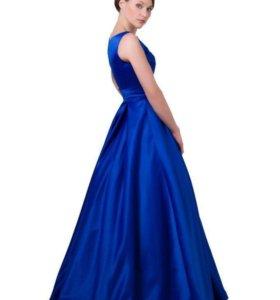 Длинное синее платье