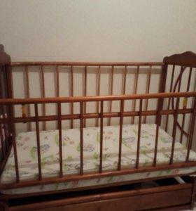 Детская кроватка, матрас, бортики и балдахин.
