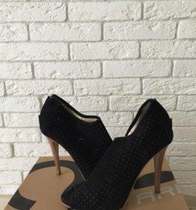 Замшевые туфли на ВЫСОКОМ КАБЛУКЕ:) Tomas Munz