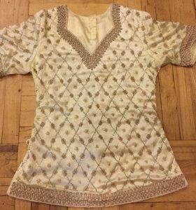 Оригинальная блузка с вышивкой