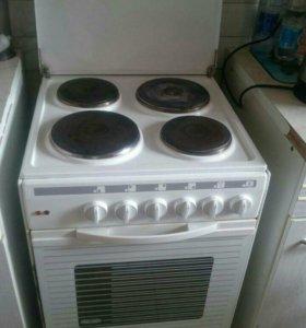 Электрическая плита Delonghi.