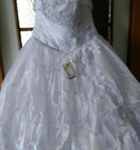 Свадебные платья и аксессуары