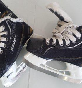 Хоккейные коньки на ребенка