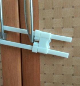 Блокираторы на дверцы