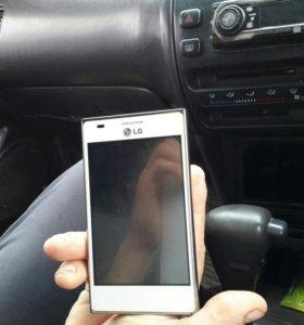 Телефон LG E615