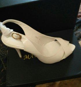 Туфли летние новые.белые.кожа
