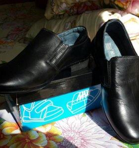 Туфли на мальчика школьника 32р(новые)