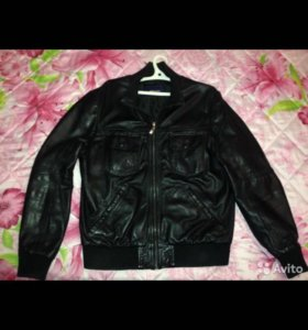 Кожаная куртка Zara.