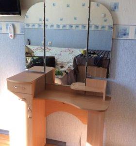 Туалетный столик, трюмо, трельяж