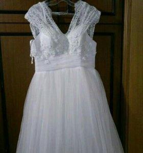 Счастливое свадебное платье с пышной юбкой