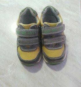 Кросовки на мальчика.