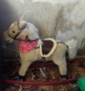Поющая лошадь-качалка