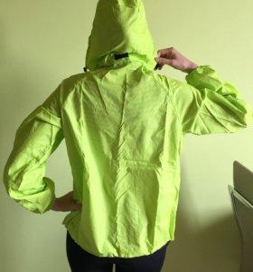 Продам новую куртку-ветровку