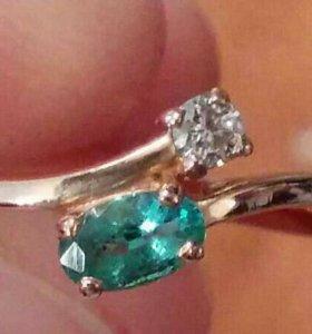 Золотое кольцо с бриллиантом и изумрудом!