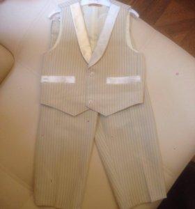 Костюм на мальчика : жилетка и брюки на рост 110 н