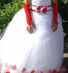 Платье, кольца, перчатки