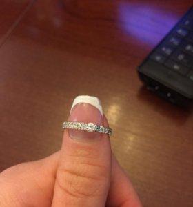 Продам золотое кольцо . Купили , оно большое !
