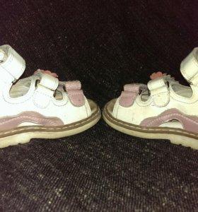 Обувь для девочки 22-23 р-р