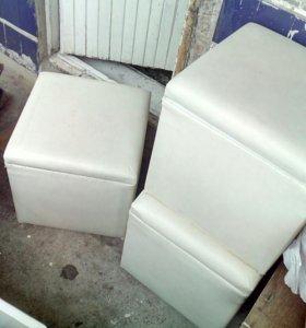 Столик и 4 пуфа