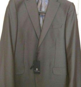 Новый фирменный мужской костюм