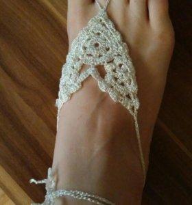 Плетеный браслет на ногу