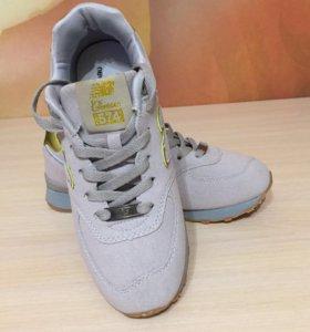 Очень крутые кроссовки новые