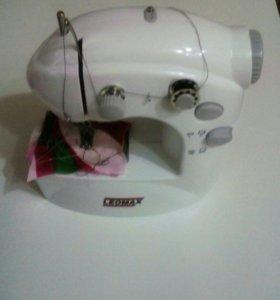Мини швейная машина
