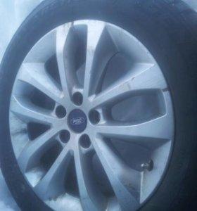 Литой диск с зимней шиной- 2 шт.