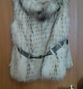 Продам натуральную меховую жилетку из енота