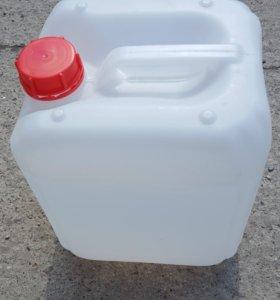Канистра пластиковая 10 литров б/у.