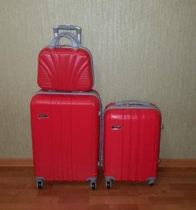 Пластиковый ударопрочный чемодан Ananda