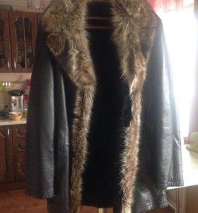 Натуральная кожанная куртка с мехом.