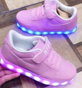 Кроссовки для девочек с подсветкой